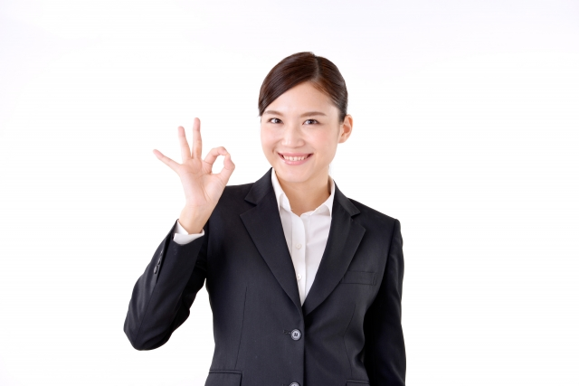 レクサスレディ,指でOKをしている女性の写真