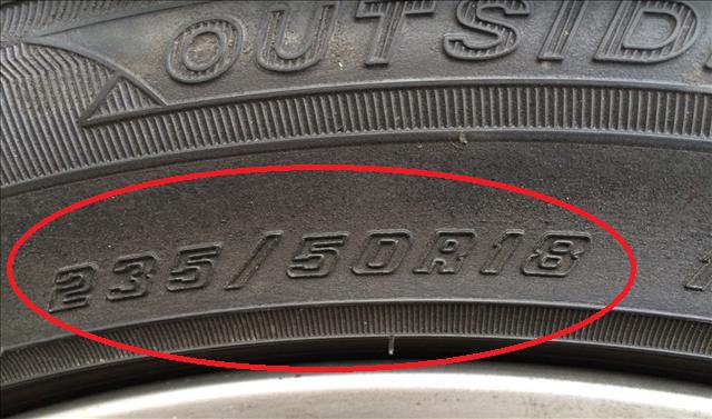 レクサス,LEXUS,タイヤに記されているサイズの写真