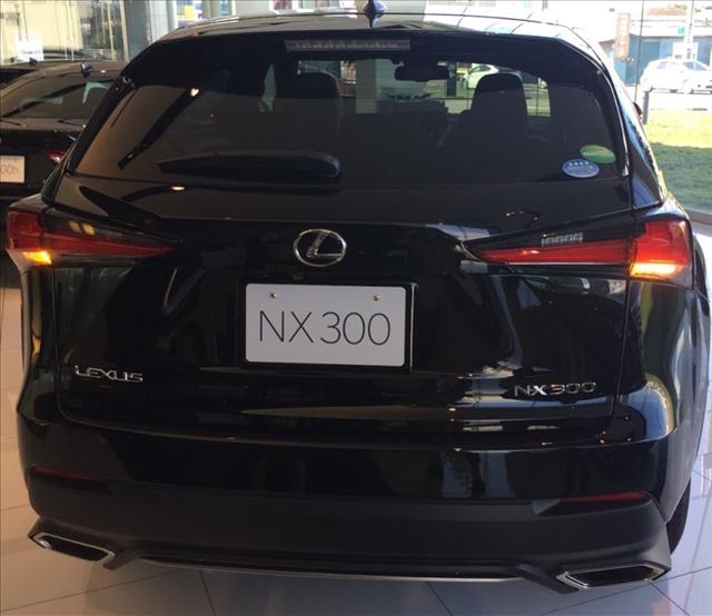 レクサスnx,マイナーチェンジ,評判,NX300のリヤのLEDシーケンシャルターンシグナルランプの写真