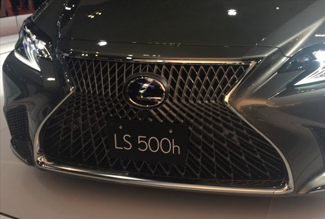 レクサスLS500h新型のスピンドルグリルの画像