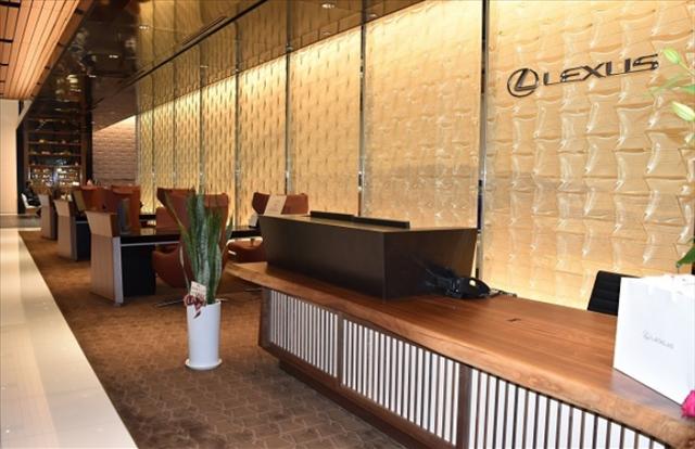 レクサスの改装したショールームの画像