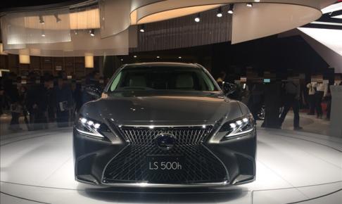 LEXUS,東京モーターショー2017,レクサスls500hを前から見た画像