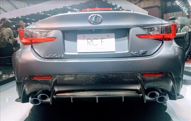 レクサスRCF,F10周年記念特別仕様車のマフラー画像