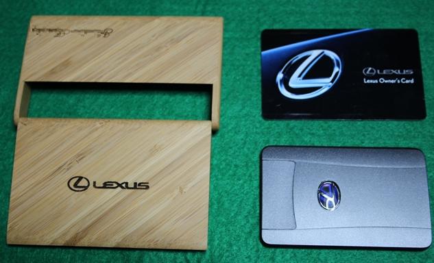 レクサスの名刺入れとカードキーとオーナーズカードの画像