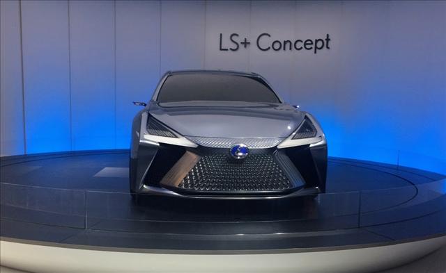 東京モーターショー2017で展示されているレクサスLSコンセプトの画像