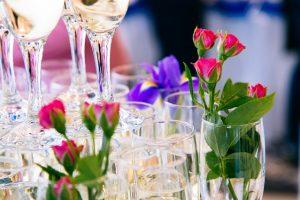 シャンパンとお花の画像