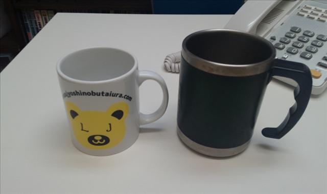 LJベアマグカップともう1つのマグカップが並んだ画像