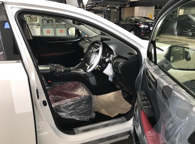 レクサスNX300version Lの納車前のシートカバーがしてある画像