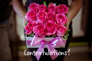 ピンクのバラのアレンジメントの画像