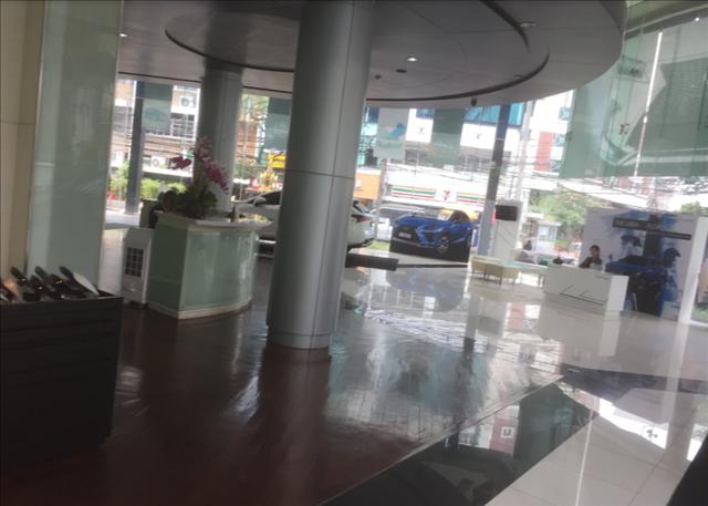 タイバンコクのレクサスショールームの画像