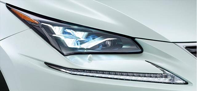 レクサス,LEXUS,NXの三眼式LEDヘッドランプの写真