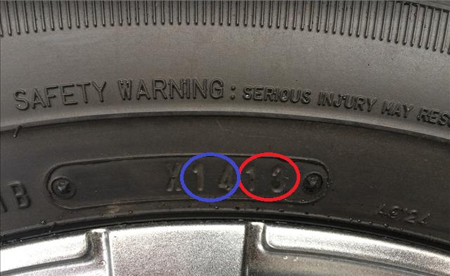 レクサス,LEXUS,スタッドレスタイヤの製造年月が刻印されている側面の写真