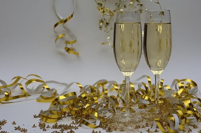 レクサス,LEXUS,シャンパンでお祝いをしている写真