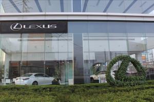 レクサス,LEXUS,ショールームを外から見た画像