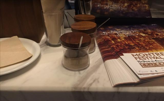 INTERSECT BY LEXUS,スピンドルの形をしたお砂糖入れの画像