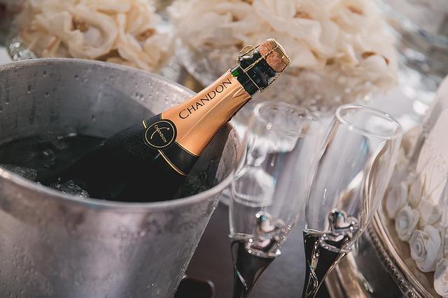 レクサス,LEXUS,シャンパンとシャンパングラスの画像