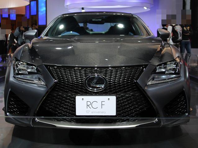 レクサスRCF,F10周年記念特別仕様車を前から見た画像