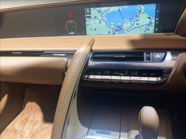 レクサスLC500の内装,ナビやエアコン周りの画像