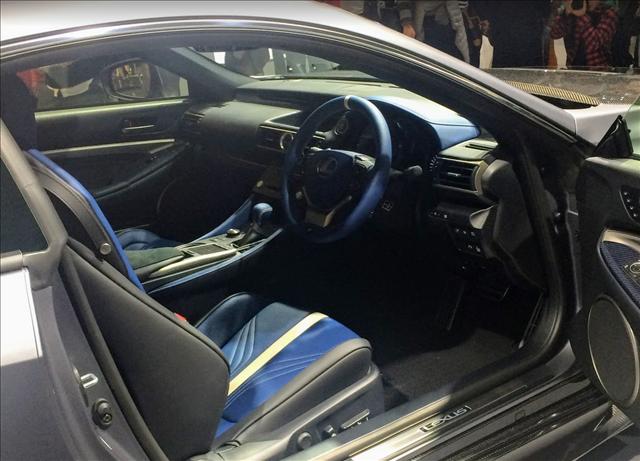 レクサスRCF,F10周年記念特別仕様車の内装画像
