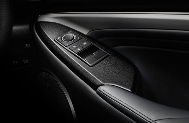 レクサスrc特別仕様車F SPORT Prime Blackの専用墨本杢調オーナメントパネル画像
