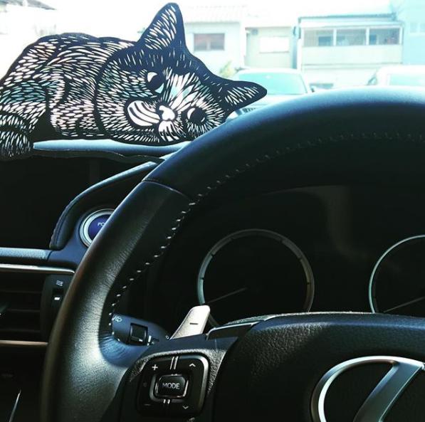 レクサスNXと切り絵の猫画像