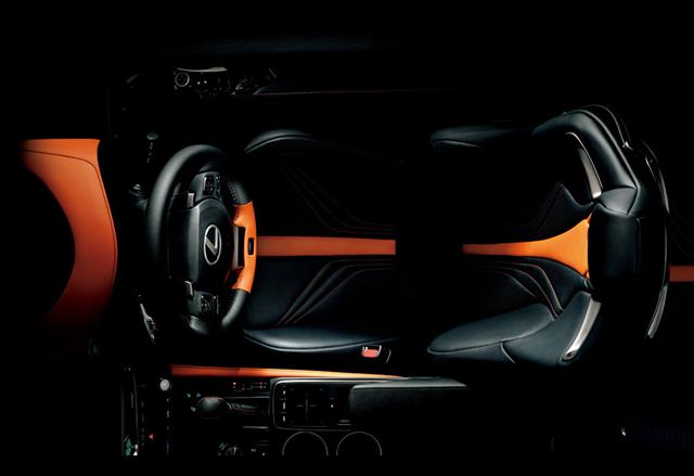 レクサスRCFカーボンエクステリアパッケージのシート画像