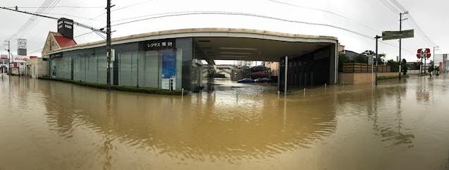 レクサス店舗が浸水している画像